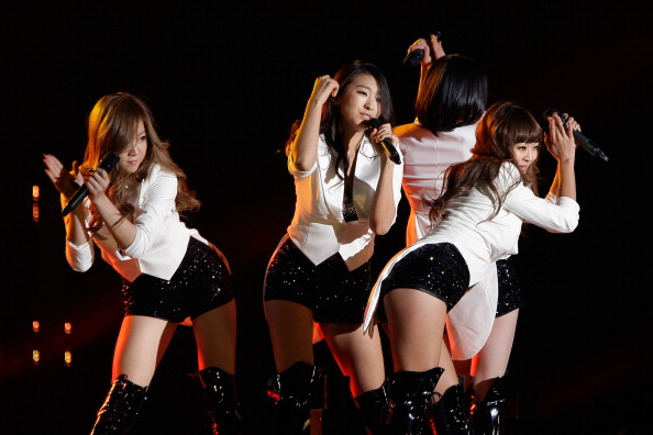 SEOUL, SOUTH KOREA - JANUARY 19: South Korean girl group SISTAR perform on stage during the 21st High1 Seoul Music Awards at Olympic gymnasium on January 19, 2012 in Seoul, South Korea. (Photo by Chung Sung-Jun/Getty Images)