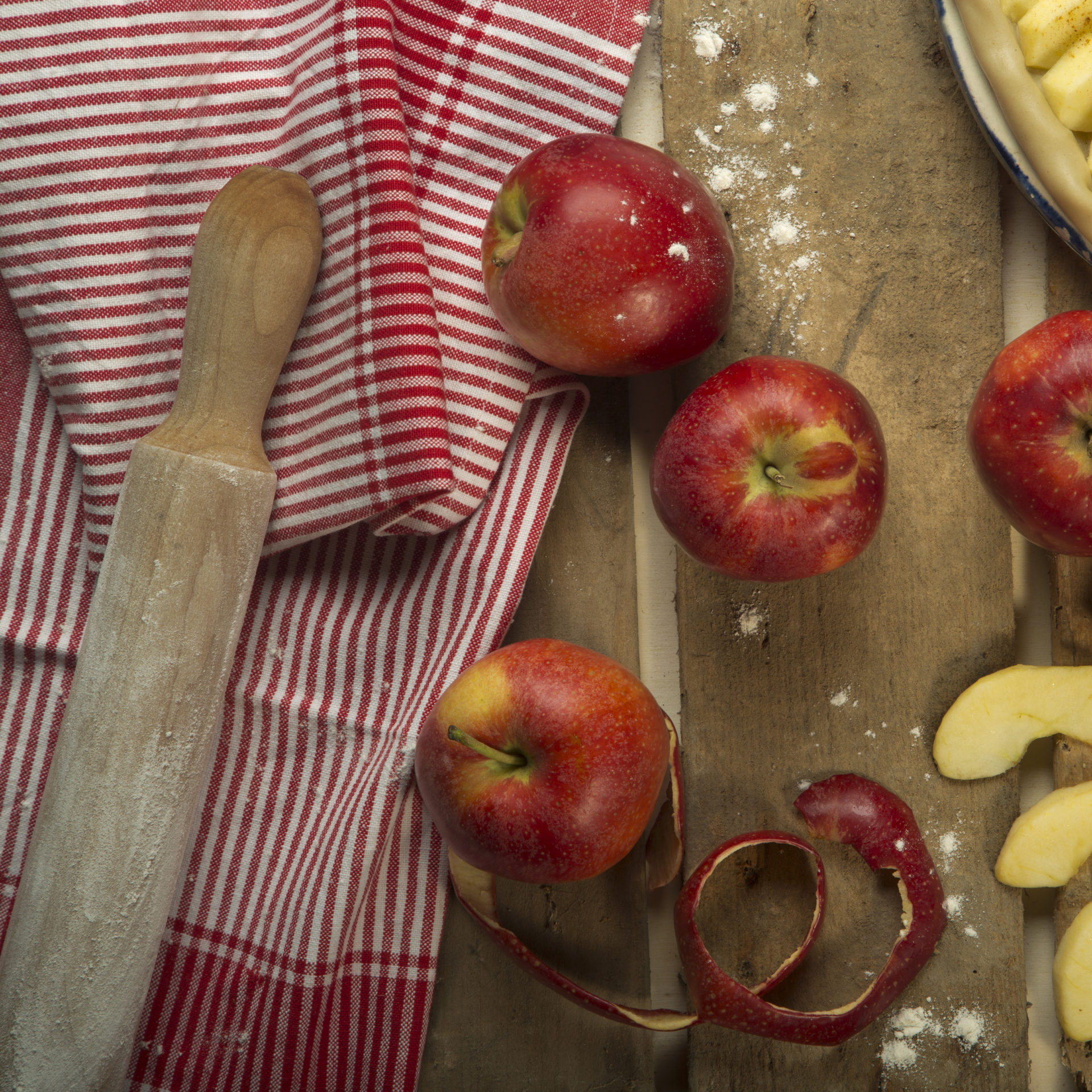 apples and apple slices